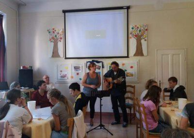 Virágfüzér Sérültek Napközi Otthona - foglalkozások - koncert