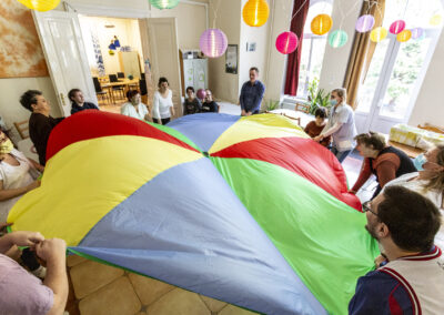 """Közösségi foglalkozás a """"Virágfüzér"""" Sérültek Napközi Otthonában"""
